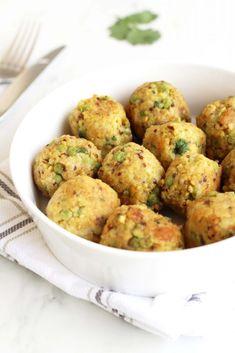 Pea and coriander bulgur balls - Tales and Delights - Vegan Recipes Bean Recipes, Veggie Recipes, Baby Food Recipes, Vegetarian Recipes, Cooking Recipes, Healthy Recipes, Veggie Food, Tofu, Healthy Food Alternatives