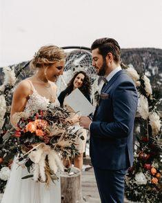 Was gibt es Schöneres als persönliche Worte bei der Trauung? Auch wenn Ehegelöbnisse richtig schön sind, muss man auch sagen, dass es oft nicht einfach ist, die richtigen Worte in der Aufregung zu finden. Also immer lieber auch auf Papier festhalten und Hut ab an alle, die sich trauen! ✨ ⠀⠀⠀⠀⠀⠀⠀⠀⠀⠀⠀ ⠀⠀⠀⠀⠀⠀⠀⠀⠀⠀⠀ ⠀⠀⠀⠀⠀⠀⠀⠀⠀⠀⠀ ⠀⠀⠀⠀⠀ location: @almdorf_seinerzeit  photo: @biancaandlukas  planning & concept: @oneday_weddings  couple: @sofiae.p & @felixscheucher  styling: @makeupartist.angie… Lace Wedding, Wedding Dresses, Location, Wedding Couples, Abs, Instagram, Fashion, Paper, Simple