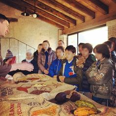 """A scuola di cioccolato"""" - come ogni anno, il Museo Canova di Possagno offre la dimostrazione-laboratorio con degustazione di cioccolato alle scuole possagnesi in occasione della festa di SanValentino"""