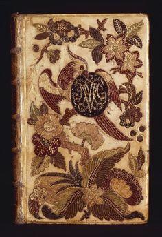 Cette reliure mosaïquée a été réalisée en 1747 par Louis-François Le Monnier pour le mariage de Marie-Josèphe de Saxe (1731-1767) avec le Dauphin Louis, fils de Louis XV. http://gallicadossiers.bnf.fr/scripts/mediator.exe?F=C&L=6301238&I=1