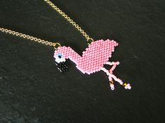 Collier flamant rose en perles miyuki et swarovski doré