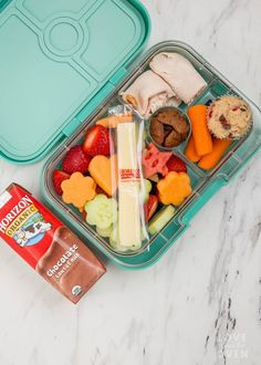 Quickly and easily create a fun, easy, delicious and nutritious bento lunch for your kids. This easy bento lunch for kids is perfect for a school lunch. Bento Box Lunch For Kids, Kids Packed Lunch, Kids Lunch For School, Lunch Snacks, Kid Snacks, School Snacks, Lunch Ideas, Healthy Lunches For Work, Work Lunches