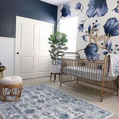 My Top Posts & Favorite Nursery Trends of 2018 2019 This navy nursery is gorgeous with that floral wallpaper and brass / gold accents. The post My Top Posts & Favorite Nursery Trends of 2018 2019 appeared first on Nursery Diy. Baby Bedroom, Baby Room Decor, Girls Bedroom, Baby Room Colors, Baby Bedding, Baby Room Diy, Baby Nursery Themes, Kid Bedrooms, Trendy Bedroom