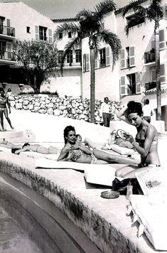  : au Byblos avec Brigitte Bardot, Mic Jagger, Grace Jones et les autres Grace Jones, Saint Tropez, Ansel Adams, Photography Beach, Bedroom Photography, Retro, South Of France, Beach Babe, The Places Youll Go