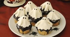 Dare to conjure the spirits this Halloween? I wouldn't, but try conjuring these marzipan ghost cupcakes instead not only are they spookily easy but they're supernaturally adorable. Halloween Desserts, Halloween Cupcakes, Postres Halloween, Halloween Treats, Halloween Diy, Happy Halloween, Halloween Decorations, Cheap Clean Eating, Clean Eating Snacks