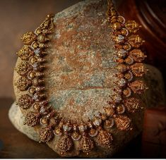 Shop The Most In-Demand Antique Jewellery Designs Now! Antique Jewellery Designs, Gold Jewellery Design, Antique Jewelry, Antique Gold, Antique Necklace, Gold Temple Jewellery, Gold Jewelry, Diamond Jewelry, Gold Necklaces