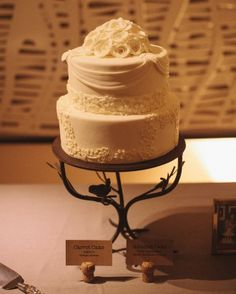 This two-tiered mini wedding cake mimicked the lace embroidery on the bride's gown.