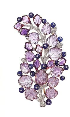 A berry branch made from amethyst and sapphires. So very stunning! ~ETS jewels brooch jewels berry attachment, style of cutting leaves Jewelry Art, Antique Jewelry, Vintage Jewelry, Jewelry Accessories, Fine Jewelry, Jewelry Design, Purple Jewelry, Amethyst Jewelry, Saphir Rose