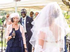 Si la cérémonie de mariage à la mairie est généralement assez courte et impersonnelle, rien ne vous empêche d'y lire un texte afin de la rendre plus romantique et à votre image. Voici quelques paroles de chansons qui vont vous émouvoir.
