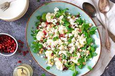 Uitgebreid koken is leuk, maar supersnelle gerechten die binnen tien minuten klaar zijn, zijn nog beter toch?Is jouw antwoord op deze vraag een volmondig 'ja', dan is het recept van vandaag voor jou! We maken namelijk een lekkeresalade met bloemkool die in een handomdraai op je bord ligt. Je hoeft... Healthy Salads, Healthy Dinner Recipes, Real Food Recipes, Vegetarian Recipes, Love Food, A Food, Lunch Restaurants, Dinner Is Served, Tasty Dishes