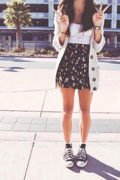 Look with skater skirt and sneakers