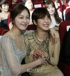 Baeksang Arts Awards: TV Section - Kim Go-eun & Lee Sung-kyung Korean Actresses, Korean Actors, Weightlifting Fairy Kim Bok Joo Fanart, Asian Celebrities, Celebs, Lee Sung Kyung Fashion, Kim Go Eun Style, Black Widow Scarlett, Korea Fashion