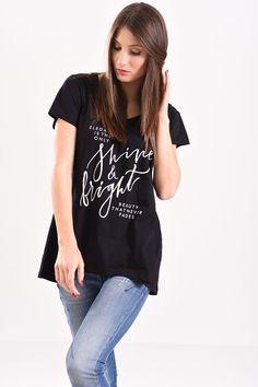 e935369e96c1 Οι 31 καλύτερες εικόνες του πίνακα Γυναικεία T-shirt | Product page ...