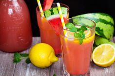 Diese einfache Wassermelonen Limonade ist die perfekte Erfrischung für heiße Sommertage! Sie ist in nur 10 Minuten zubereitet und super lecker!