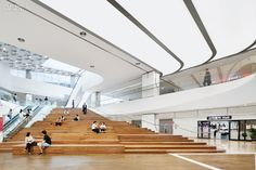 The east gateway of COEX, Asia's largest underground retail center, features an amphitheater for relaxation and special events. Photography by Nacása & Partners. Corporate Interiors, Office Interiors, Atrium, Shopping Mall Interior, Shopping Malls, Mall Design, Interior Design Magazine, Commercial Interiors, Interior Architecture