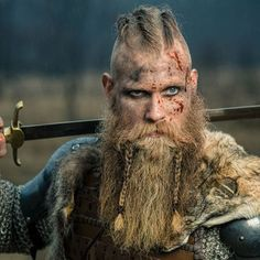 Viking Beard Braid Styles - Best Braided Beard Styles For Men: How To Braid Your Beard #beard #beards #beardstyles #beardgang #beardedmen #facialhair #mensfashion #mensstyle #men Viking Beard Styles, Beard Styles For Men, Hair And Beard Styles, Hair Styles, Chin Beard, Goatee Beard, Small Braids, Cool Braids, Thor