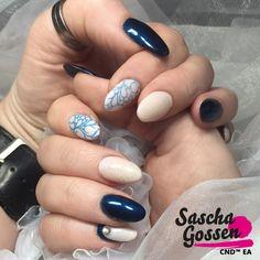 Creative with CND™ Contradiction!! #CND #CNDEA #1julyContradiction #SponsoredbyBeautyXL #colors #CNDWorld #creative #CNDSHELLAC #cndgowithapro #CNDNederland #CNDEducationAmbassador #CNDContradiction #nails #nailart #nailpro #nailtech #nailaddict #nailartist #naildesign #nailstagram #contradiction #SHELLAC #PeacockPlume #NakedNaivete #ADDITIVES #SizzlingSand #stamps #style #fashion #stamping #stampingnailart @cndnederland @cndworld