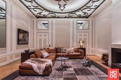 Luxe zitbank met design stoelen bij open haard | woonkamer ideeën ...