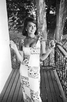 love her style,... she rocks whatever she slips on! love this maxi; very au courant! Natalie Wood