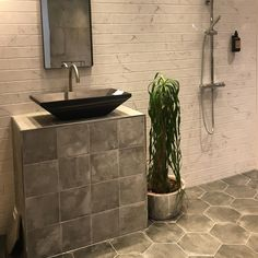Concrete Tiles for the Walls Brass Faucet, Faucets, Grey Bathrooms Designs, Industrial Style Bedroom, Grey Interior Design, Grey Paint Colors, Concrete Tiles, Grey Wallpaper, Grey Tiles