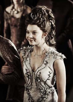 Margaery Tyrell-The Lion and the Rose Game of Thrones Medieval Hairstyles, Fancy Hairstyles, Braided Hairstyles, Wedding Hairstyles, Princess Bride Characters, Princess Games, Story Characters, 1940s Wedding Hair, Game Costumes