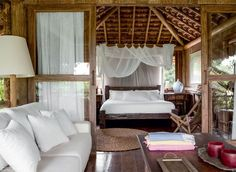 Casa de madeira também em Trancoso... Jeito de pousada tropical...