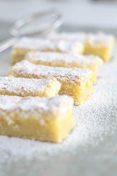The best lemon bar recipe ever! I'm not kidding. by lynnielee Lemon Dessert Recipes, Lemon Recipes, Sweet Recipes, Delicious Desserts, Yummy Food, Empanadas, Lemon Squares Recipe, Best Lemon Bars, Bistro Food