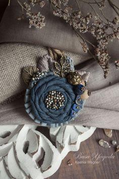 """Broš ručno.  Naručite Broš """"Bliže moru biti ..."""".  Xenia Wagner.  Sajam Masters.  Broš ručno vezenje Denim Flowers, Burlap Flowers, Fabric Flowers, Brooches Handmade, Handmade Flowers, Handmade Crafts, Handmade Headbands, Handmade Soaps, Handmade Rugs"""