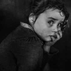 Project of Photographer Lee Jeffries called LOST ANGELS. Portraits of homeless people. Black And White Portraits, Black White Photos, Black And White Photography, Lee Jeffries, Homeless People, Photo Competition, We Are The World, Human Emotions, Lomography