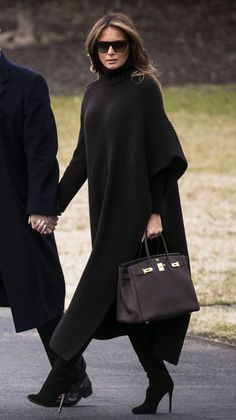 First Lady Melania Trump made an appearance in a Delpozo midi dress on Sunday, August 20 — see more of her most stylish looks here Classy Outfits, Chic Outfits, Fashion Outfits, Womens Fashion, Dress Fashion, Fashion Ideas, Melanie Trump, Milania Trump Style, Fashion Show Games