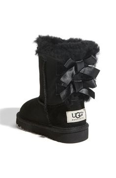Baby UGGs with little bows <3 Thanks @ Donna Tuck  Anna loves hers