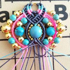 Bohemian earrings macramé Pompons and beads Macrame Jewelry, Diy Jewelry, Fil Bleu, Micro Macramé, Earring Tutorial, Turquoise, Round Beads, Gemstone Beads, Washer Necklace