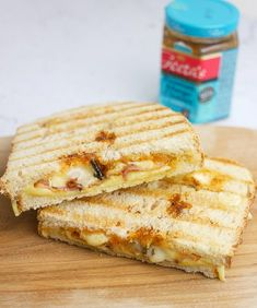 Grilled cheese sandwich with brie, bacon and mango chutney - Foodaholic - Grilled cheese sandwich with brie, bacon and mango chutney Foodaholic. Second Breakfast, Best Breakfast, Breakfast Recipes, Grilled Sandwich, Snacks, Fun Cooking, Lunch Recipes, Food Network Recipes, Love Food