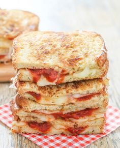 Grilled cheese sandwiches are kicked up a notchwith the addition of pepperoni slices, mozzarella cheese and marinara sauce, creatingpizza grilled cheese sandwiches. It was a cloudy day in San Diego today, perfect weather for these pizza grilled cheese sandwiches. Does anyone else feel like their energy level is significantly influencedby the weather? For me, sunny …