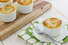 These broccoli cheddar pot pies make a great vegetarian main dish and with a puff pastry topping instead of crust, they look easy Vegetarian Thanksgiving Menu, Vegetarian Main Dishes, Vegetarian Recipes, Vegetarian Cooking, Brunch, Yummy Food, Tasty, Healthy Food, Broccoli Cheddar