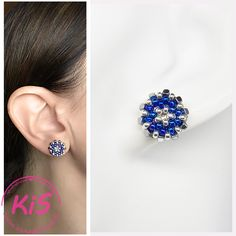 Kolczyki sztyfty z koralików Kolorystyka: niebieski, srebrny  Kolczyki pakowane w pudełko. Diamond Earrings, Stud Earrings, Blue, Accessories, Jewelry, Fashion, Diamond Studs, Earrings, Jewlery