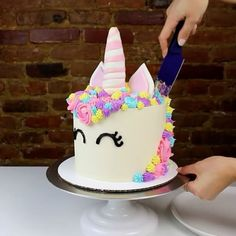 It was definitely hard to cut into this cutie, but it had to be done! Look at those layers!!! the full tutorial is up on my YouTube channel (link in bio) #animalcakeseries #unicorn #chelsweets #buttercream
