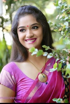 Keerthi Suresh gorgeous Pictures in Saree reveals Never Go Glamour Beautiful Girl Indian, Most Beautiful Indian Actress, Beautiful Saree, Beautiful Gorgeous, Beautiful Actresses, Beautiful Women, Beautiful Pictures, Bollywood Actress Hot Photos, Indian Actress Photos