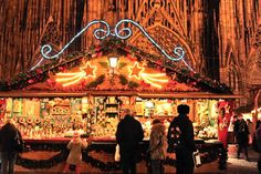 Les marchés de Noël de Strasbourg, avec 300+ chalets à examiner. / The Christmas markets of Strasbourg, with 300+ chalets to explore. - Pinned by Pink Pad, the women's health app with the built-in community!