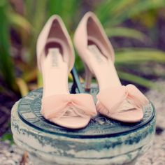 Love these pale blush shoes by Badgley Mischka!