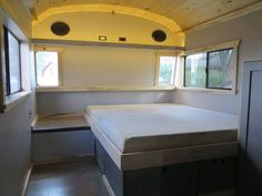 This is the Success Express School Bus Conversion by Charlie Kern of the Art Builders Guild and Look At That Bus. It's a beautiful Blue Bird conversion outfitted with solar panels and all! School Bus Tiny House, School Buses, Bus Remodel, Converted School Bus, Bus Living, Tiny Living, School Bus Conversion, Camper Conversion, Short Bus