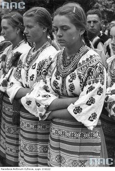 Ukraine, from Iryna Ukrainian Dress, Ukrainian Art, Europe Fashion, Fashion History, Traditional Fashion, Traditional Outfits, Images Of Princess, Ukraine Girls, Folk Costume