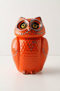 Wise ol' canister.  I am constantly picking up owl items and checking them out because a close friend of mine loves all things OWL.