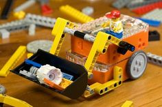 Microbric, a small Australian company has thrown down the gauntlet to LEGO and produced 'Edison', a programmable and affordable LEGO compatible robot. Robotics Engineering, Robotics Camp, Edison Robot, Coding Courses, Lego Robot, Camping Games, Lego Projects, Computer Programming, Legos