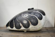 SHALLOW BLOG: 塗装済みピーナッツタンク 黒白