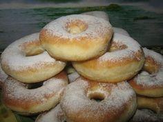 Фото к рецепту: Пончики вкуснейшие молоко комнатной температуры 125 мл. яйцо 1 шт. соль 1/4 ч.л. сахар 100 гр. ванильный сахар 1 ч.л. слив. масло 1 ст.л. растопленное разрыхлитель 2 ч.л. мука 1.5-2 стакана (стакан =250 мл.)