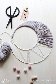 macrame/macrame anleitung+macrame diy/macrame wall hanging/macrame plant hanger/macrame knots+macrame schlüsselanhänger+macrame blumenampel+TWOME I Macrame Natural Dyer Maker Educator/MangoAndMore macrame studio Macrame Projects, Diy Projects, Diy Macrame Wall Hanging, Dream Catcher Craft, Baby Room Diy, Deco Boheme, Motif Floral, Macrame Patterns, Diy Wall