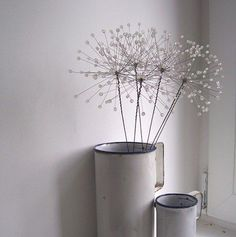Wire Crafts, Metal Crafts, Diy And Crafts, Wire Ornaments, Garden Ornaments, Wire Flowers, Beaded Flowers, Chicken Wire Art, Dandelion Clock