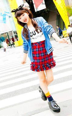 ブルーのスタジャンにチェックのフリル付きスカートがキュート♪ ☆小学生ファッション スタイルの参考コーデ☆