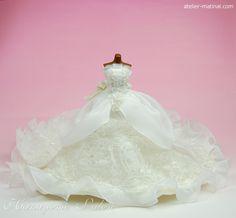 ウエディングドレスを小物アイテム(ミニチュアドレス/ハンカチ×4/スタイ/パーティバッグ/バレッタ/カチューム/ヘアゴム×2)へリメイク-花嫁サロン アトリエマティナル-